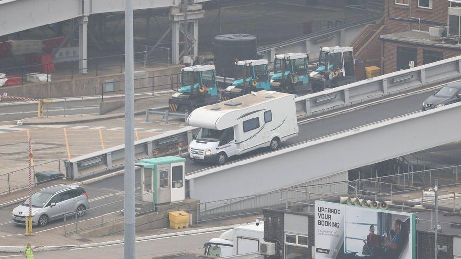 Bereits am Donnerstagabend kamen die ersten Reiserückkehrer aus Frankreich mit der Fähre nach Dover.