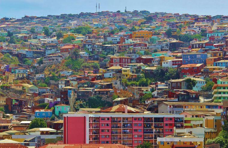 Die Hafenstadt Valparaíso in Chile ist bekannt für ihre bunten Häuser