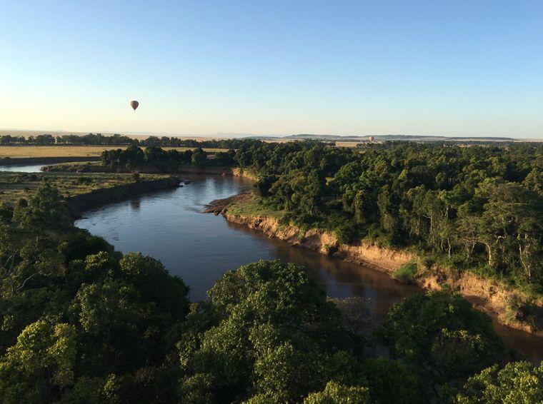 Der Mara-Fluss ist 400 Kilometer lang und fließt unter anderem durch den Masai-Mara-Nationalpark. Während der jährlichen großen Tierwanderung, der Great Migration, ist das Gebiet rund um den Fluss Anlaufstelle für etliche Touristen.