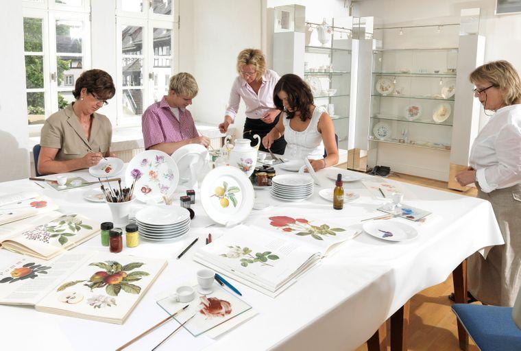 Zum Schloss Fürstenberg gehört das Museum der Porzellanmanufaktur, das auch Workshops anbietet.