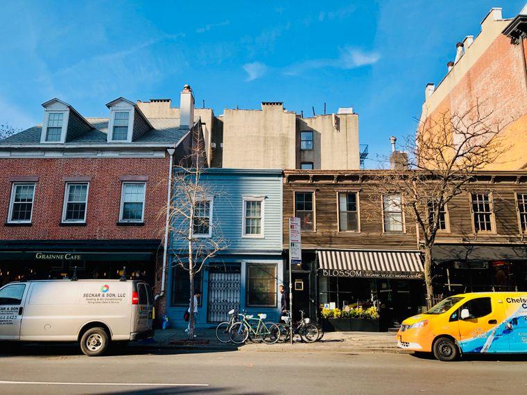 Häuserzeile an der 9th Avenue in Chelsea, New York City.