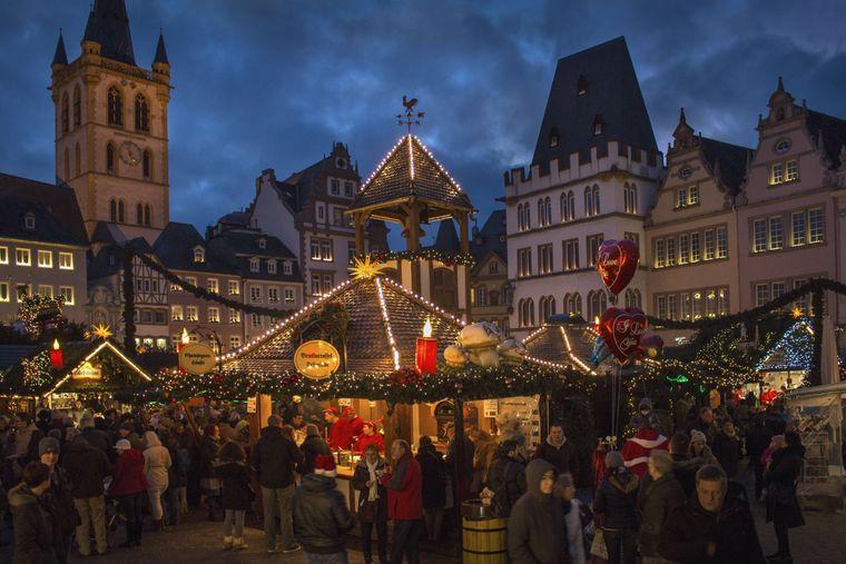 Weihnachtsmarkt Trier am Hauptmarkt.