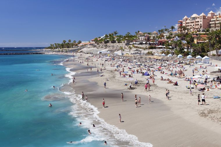 Hier ist es oft trubelig: Playa del Duque auf Teneriffa.
