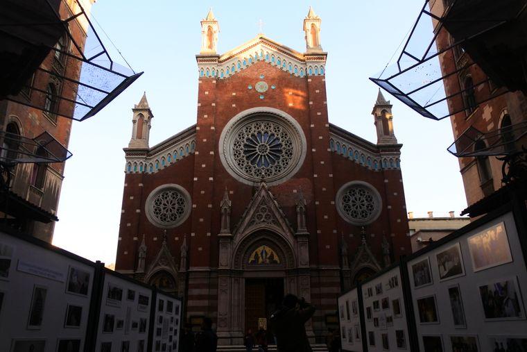 Die Basilika St. Antonius ist eine römisch-katholische Kirche in Istanbul.