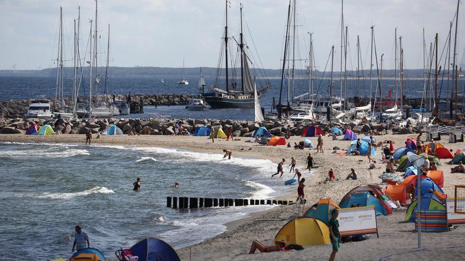 Im Sommer garantiert: Spaß und Erholung am Kühlungsborner Strand. Doch ein Urlaub im Ostseebad lohnt sich ganzjährig!