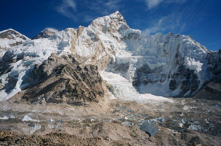 Nepal lockt vor allem Trekking-Touristen an – kein Wunder, das Land ist neben seinen Tempeln vor allem für das Himalaya-Gebirge bekannt, in dem auch der Mount Everest liegt.