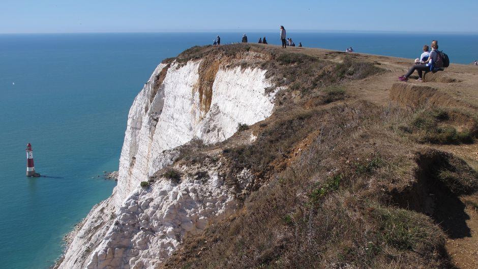 Beachy Head ist der höchste Punkt an der englischen Kanalküste. Bei schönem Wetter ist hier eine Menge los – trotzdem kann man auch allein sein.
