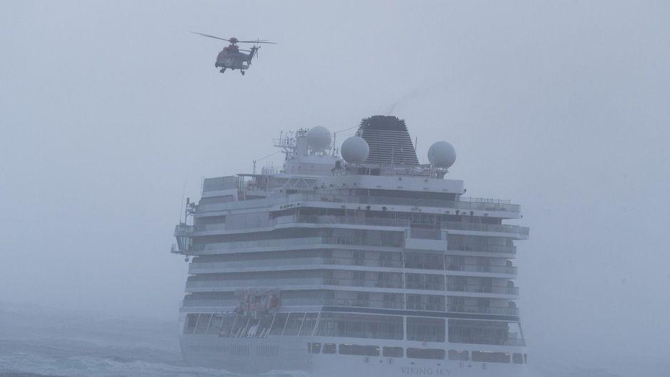 Hunderte Passagiere wurden mit Helikoptern vom Kreuzfahrtschiff geholt.