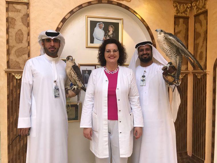 Die deutsche Tierärztin Margit Müller arbeitet im Falcon Hospital in Abu Dhabi.