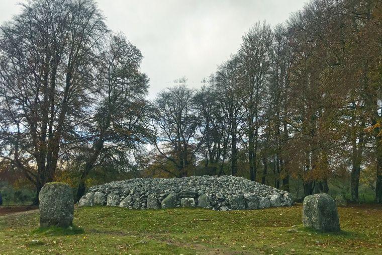 Diente als Inspiration für Outlander: Die Grabstätte Clava Cairns.
