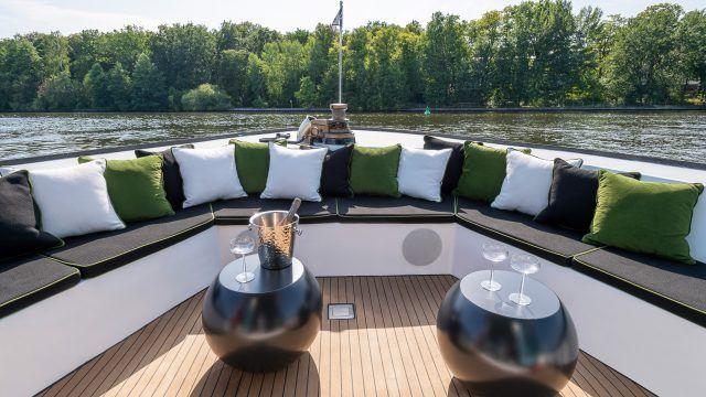 Das Hausboot Grace ist eine schwimmende Unterkunft der Superlative.