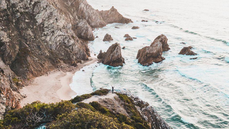 Alleine der Anblick auf Portugals Landschaft macht Lust auf Meer. Doch im Sommer 2020 ist der richtige Schutz für den Urlaub nötig.