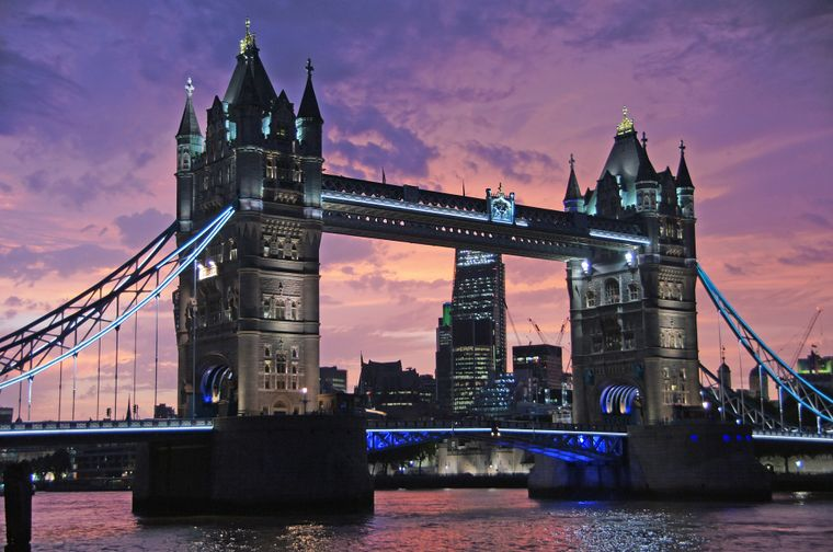 Tower Bridge in London: Am Brückentag eine Brücke besichtigen.
