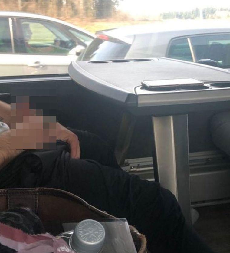 Dieses Beweisfoto des masturbierenden Mannes schickte die Frau im Flixbus an die Jodel-Community.