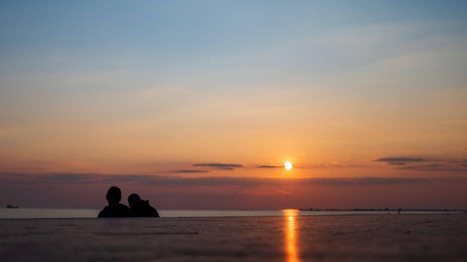 Wie im Bilderbuch: Sonnenuntergang über der kleinen Insel Albarella in Norditalien.