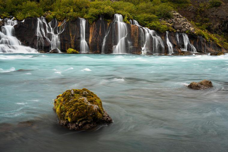 Ein Netz aus Wasserfällen: der Hraunfossar.