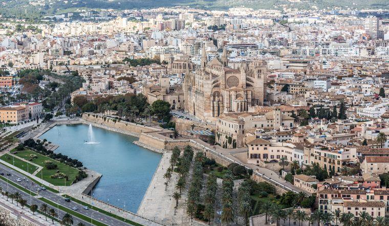 Palma de Mallorca ist die Hauptstadt der Baleareninsel und liegt im Südwesten der Insel.