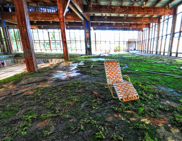 Der Liegestuhl als Relikt aus längst vergessenen Tagen: Das Grossinger's Catskill Resort wurde 1986 stillgelegt. Davor war es Inspiration für die Kulissen in Dirty Dancing.