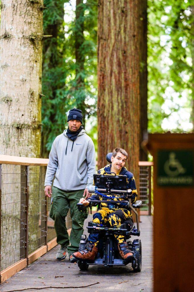 Der Redwood Skywalk ist auch mit einem Rollstuhl befahrbar.