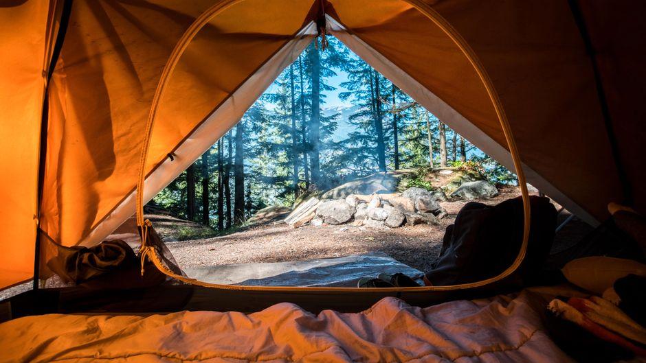 Zelten kann schnell unangenehm werden, wenn das Zelt müffelt oder dreckig ist. (Symbolfoto)