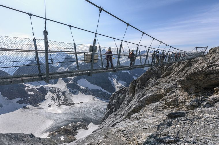 Der Titlis Cliff Walk in den wunderschönen Schweizer Alpen.