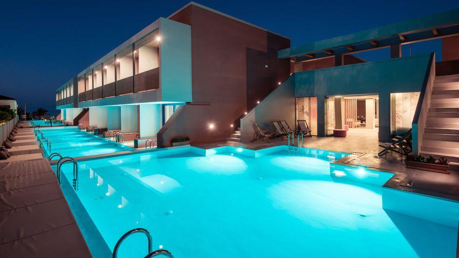 Wer sich im Badeurlaub nach Ruhe und Erholung sehnt, ist in dem Adult-only-Hotel an der Nordküste Kretas genau richtig.