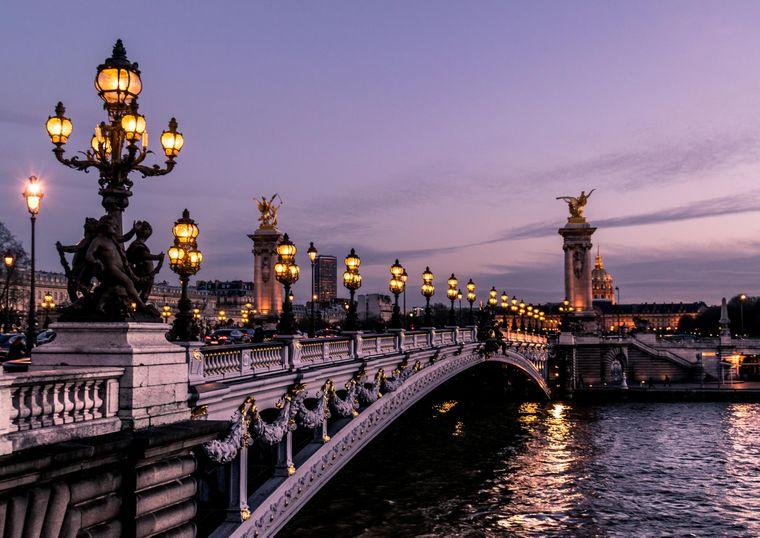 Abendstimmung an der Seine in Paris.