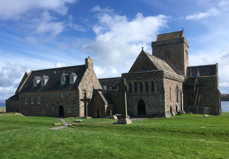 Iona gilt als spirituelles Zentrum Schottlands: Von hier aus wurde der Legende nach das Christentum in die Highlands verbreitet.