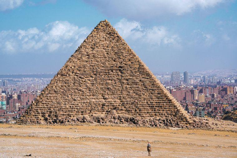 Die berühmten Pyramiden von Gizeh kannst du auch bequem vom Sofa aus betrachten.