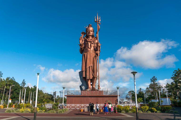 Die 33 Meter hohe Shiva-Skulptur am Eingang der Hindu-Pilgerstätte Ganga Talao ist die höchste Statue auf Mauritius.