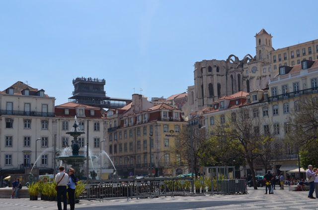 Der Rossio-Platz ist einer von drei wichtigen Plätzen in Lissabon.
