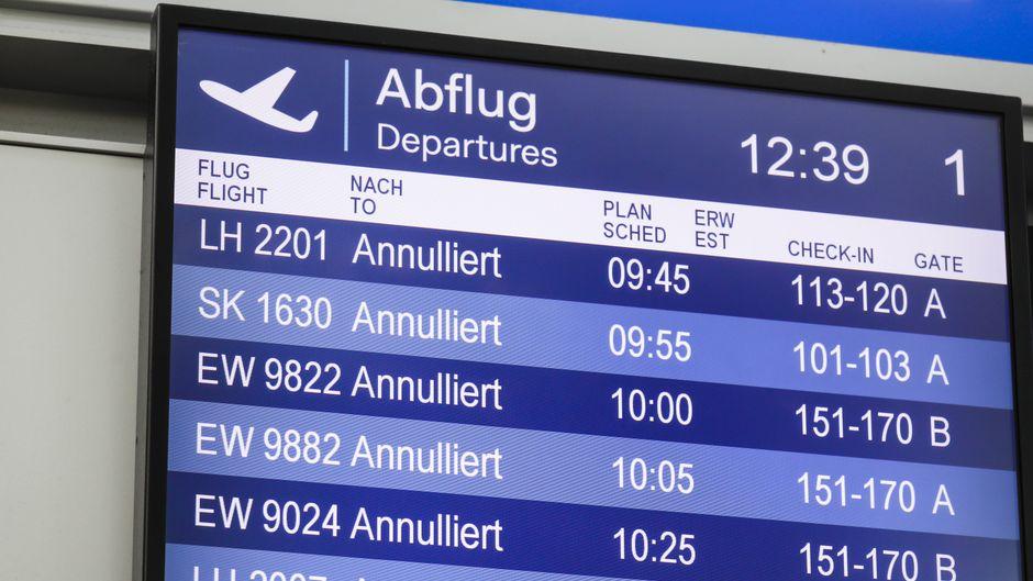 Urlaubsflug annulliert? Welche Rechte Reisende im Falle eines Streiks haben, erfährst du hier.