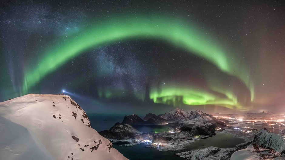 Spektakuläre Nordlichter über den Lofoten in Norwegen.