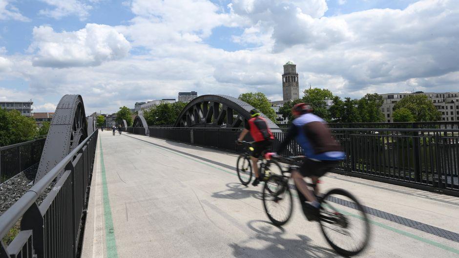 Platz? Da! Der Radschnellweg Ruhr RS1 bringt Fahrradfahrer in Nordrhein-Westfalen schnurstracks von A nach B.