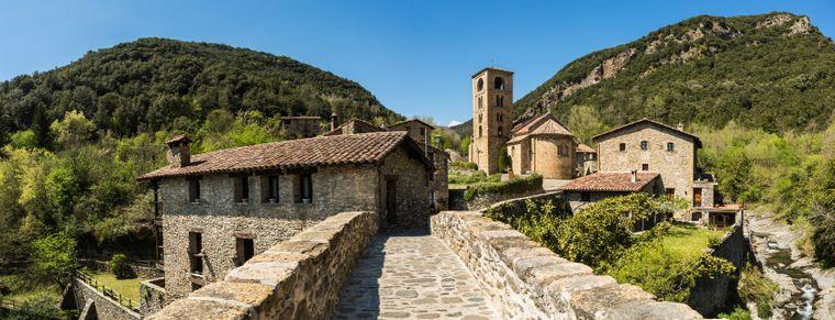 Die Römische Kirche von Beget, einem der schönsten Dörfer Spaniens.