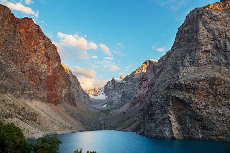 """Das Pamir-Gebirge in Tadschikistan wird auch das """"unbekannte Dach der Welt"""" genannt."""