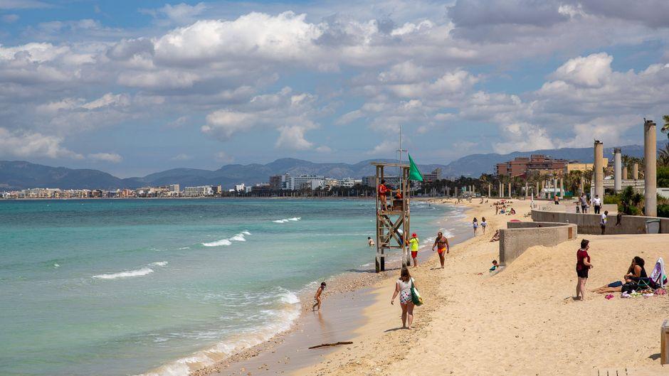 Leere Strände vor dem Neustart des Tourismus auf Mallorca.