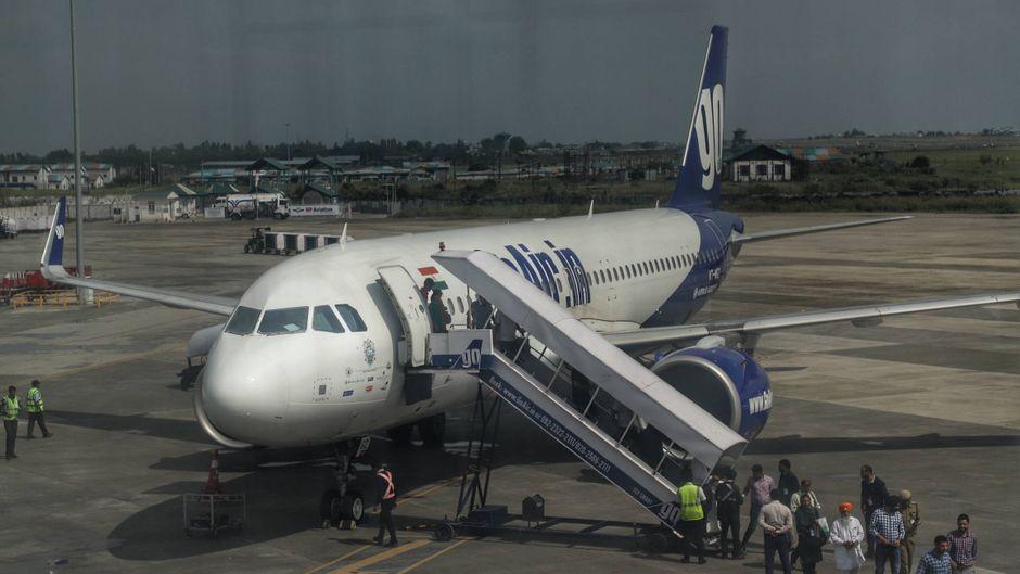 In einem Flugzeug der Airline GoAir sind zwei Tauben durch die Flugzeugkabine geflattert. (Symbolbild)