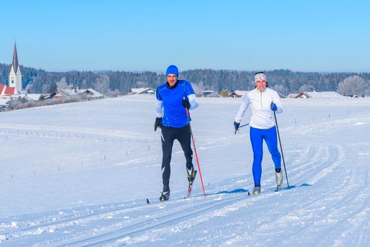 Perfekte Bedingungen für Langläufer im klassischen Stil auf den Loipen rund um Wald im Unterallgäu.