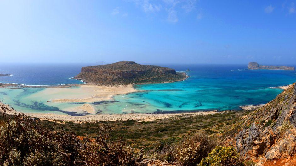 Die Bucht von Balos mit der Lagune von Gramvousa auf Kreta zählt zu den schönsten Stränden Europas.