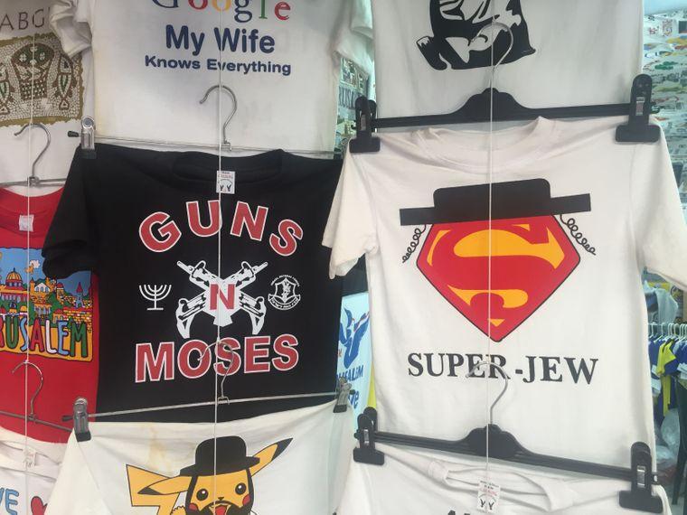 Diese TShirts gibt es in der Altstadt von Jerusalem.