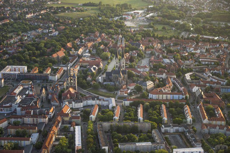 Halberstadt in Sachsen-Anhalt hat einen besonders schönen Domplatz.