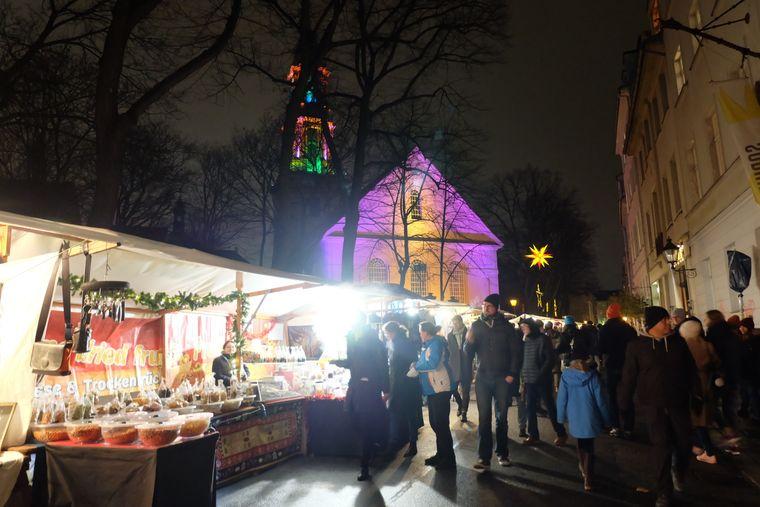 Der Umwelt- und Weihnachtsmarkt in der Sophienstraße in Berlin.