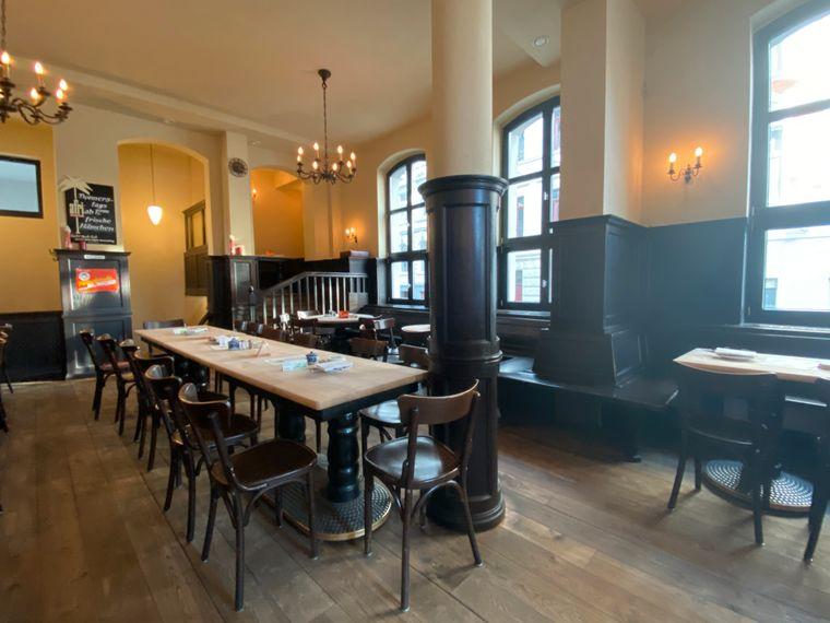 In rustikalen Gasthaus Max Stark kannst du die kölsche Küche genießen.