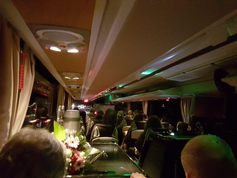 Blick in den Reisebus, in dem reisereporterin Isabell noch den letzten Platz ergattern konnte.