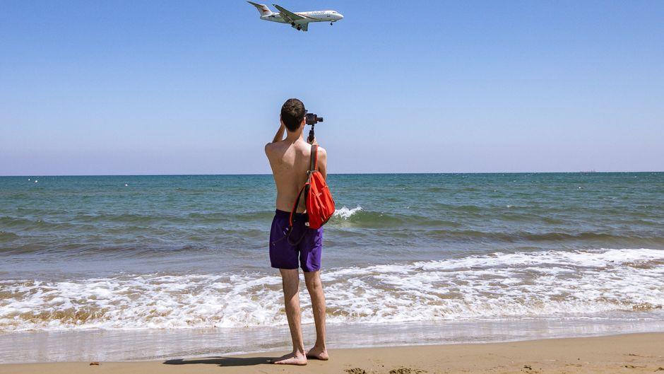 Mit der Aufhebung der Reisewarnung starten auch wieder Flieger zu beliebten Urlaubszielen. (Symbolbild)