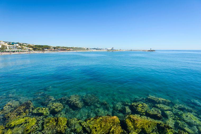 Cabopino Beach in Marbella: der touristische Strand.