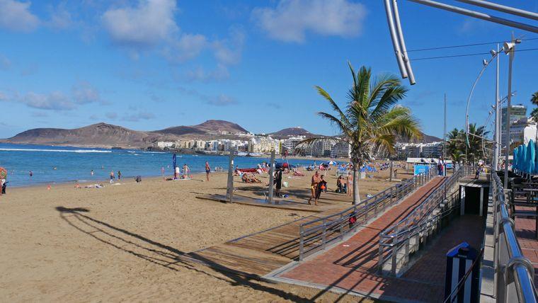 La Playa de los Contreras es una de las playas más populares de España.
