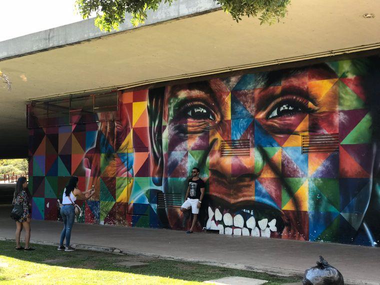 Viele Gebäude im Parque do Ibirapuera sind mit beeindruckenden Graffiti besprüht.