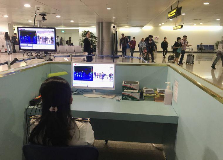 Body-Screening am Flughafen.